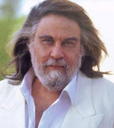 Ο Βαγγέλης Παπαθανασίου, Έλληνας μουσικοσυνθέτης διεθνούς φήμης.
