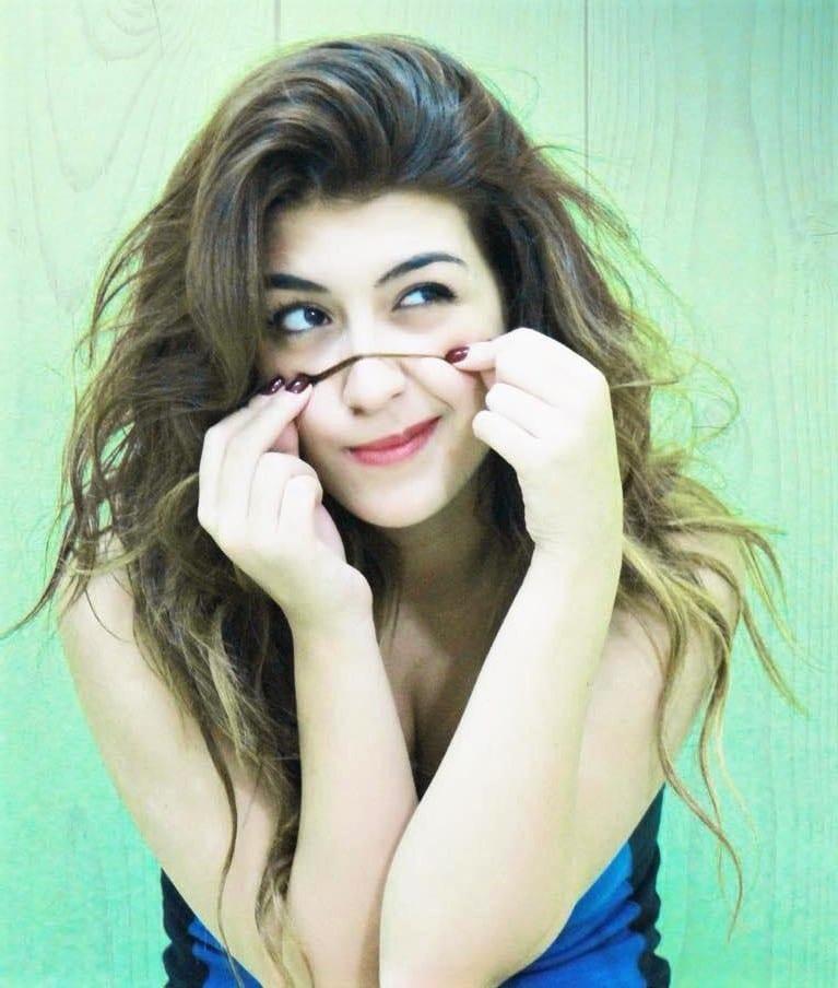Κωνσταντίνα Ζέρβα (Kianna), η ανερχόμενη τραγουδίστρια της ελληνικής pop σκηνής.