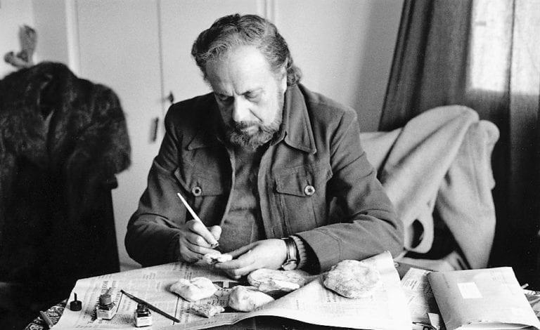 """Γιάννης Ρίτσος, ο ποιητής της """"Ρωμιοσύνης"""" και του """"Επιταφίου""""."""