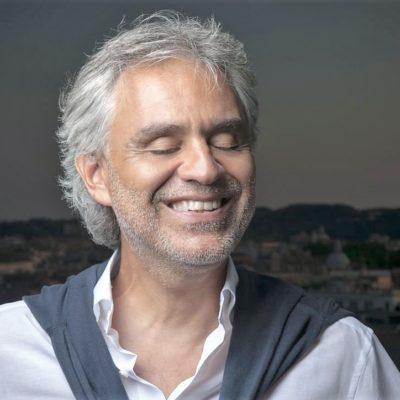 Andrea Bocelli, ο τενόρος με φωνή που πηγάζει από τα βάθη της ψυχής του.