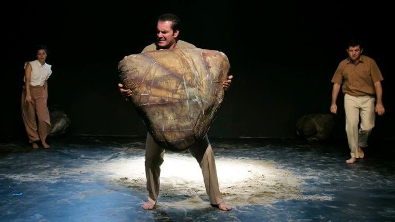 Ο«Ξένος»,τουΑλμπέρ Καμύ σε σκηνοθεσία του Δημήτρη Τσιάμη.