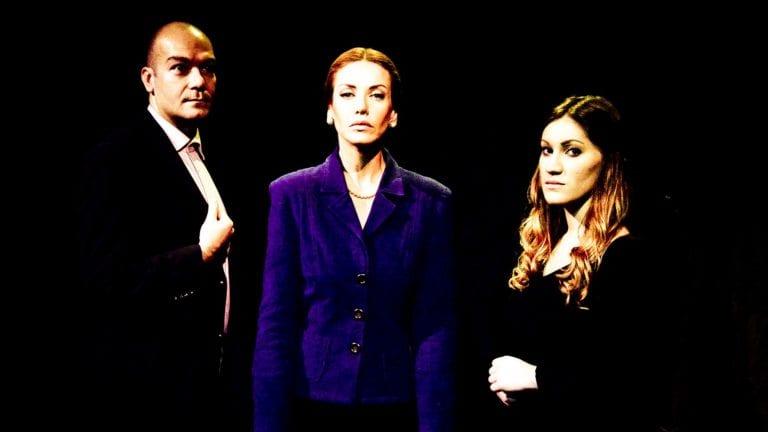 """Είδαμε την παράσταση """"Η σιδηρά πρωθυπουργός"""" στο θέατρο Μπέλλος."""