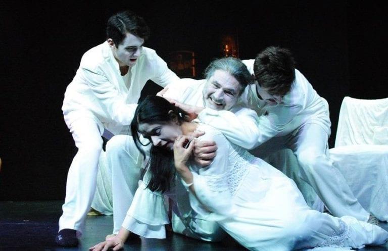 """Είδαμε την παράσταση """"Το τελευταίο παιχνίδι"""" της Αναστασίας Βούλγαρη στο θέατρο """"Έαρ Βικτώρια."""