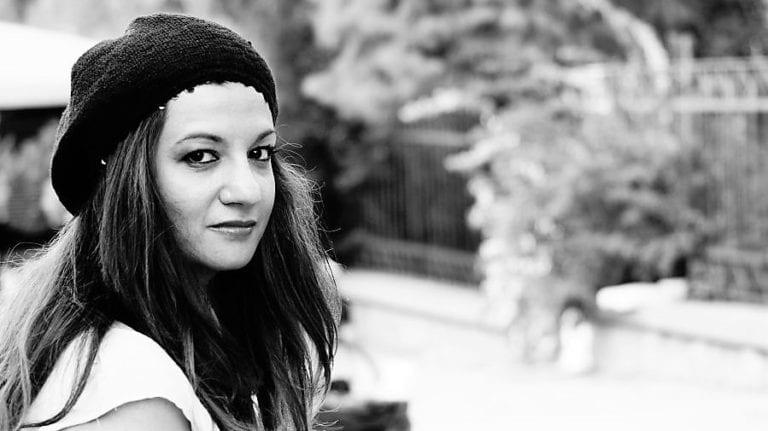 Συνέντευξη με την ηθοποιό και σκηνοθέτρια Έφη Μεράβογλου.