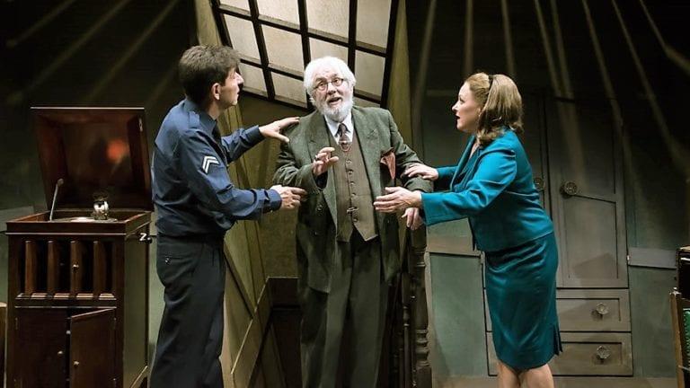 """Είδαμε την παράσταση """"Το τίμημα"""" του Άρθουρ Μίλλερ στο θέατρο Ιλίσια."""