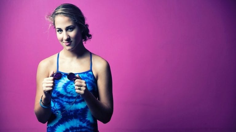 Η συνέντευξη της Νόρας Δράκου, αθλήτριας κολύμβησης 50, 100 μέτρων στο ελεύθερο, ύπτιο και πρόσθιο.