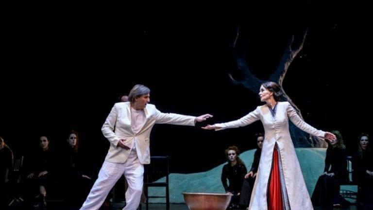 """Βρεθήκαμε στη πρεμιέρα της παράστασης """"Ικέτιδες"""" του Ευριπίδη από το Εθνικό Θέατρο – ΘΟΚ στην Επίδαυρο!"""