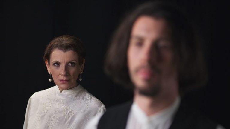 """Είδαμε την παράσταση """"Τζένη & Μαρξ"""" στο θέατρο Olvio."""