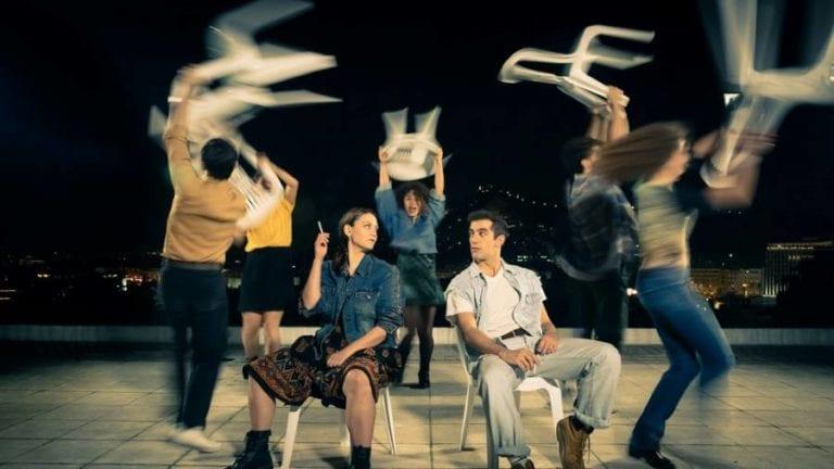 """""""Ζιγκ Ζαγκ στις Νεραντζιές"""" της Έρσης Σωτηροπούλου στο θέατρο 104."""