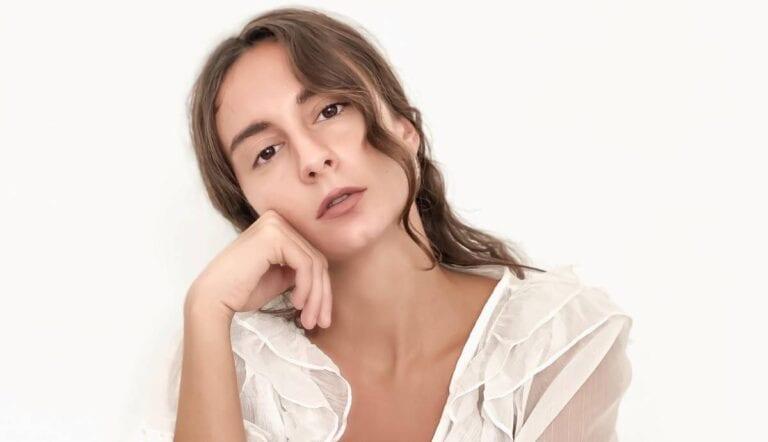 """Σίλια Κατραλή: """"Αυτή η έλλειψη προσανατολισμού δε χρειάζεται να μας τρομάζει, ίσως είναι απλά η απαρχή της αγάπης"""""""